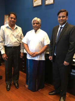 The Hon Arjuna Ranatunga, Minister of Ports and Shipping, with Ranjan Perera of NUSS (left) and Chirag Bahri of ISWAN (right)