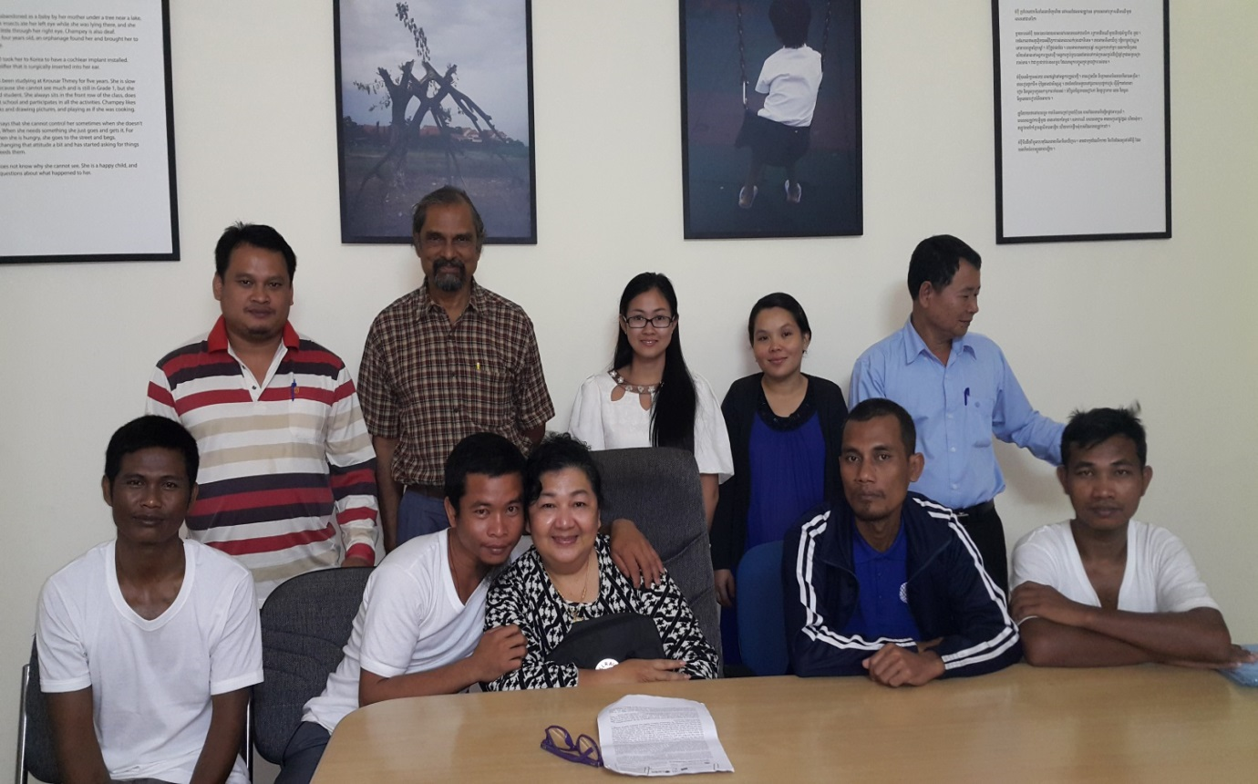 The four Cambodian seafarers in the front row, with Apinya Tajit centre front, and the counselling team behind